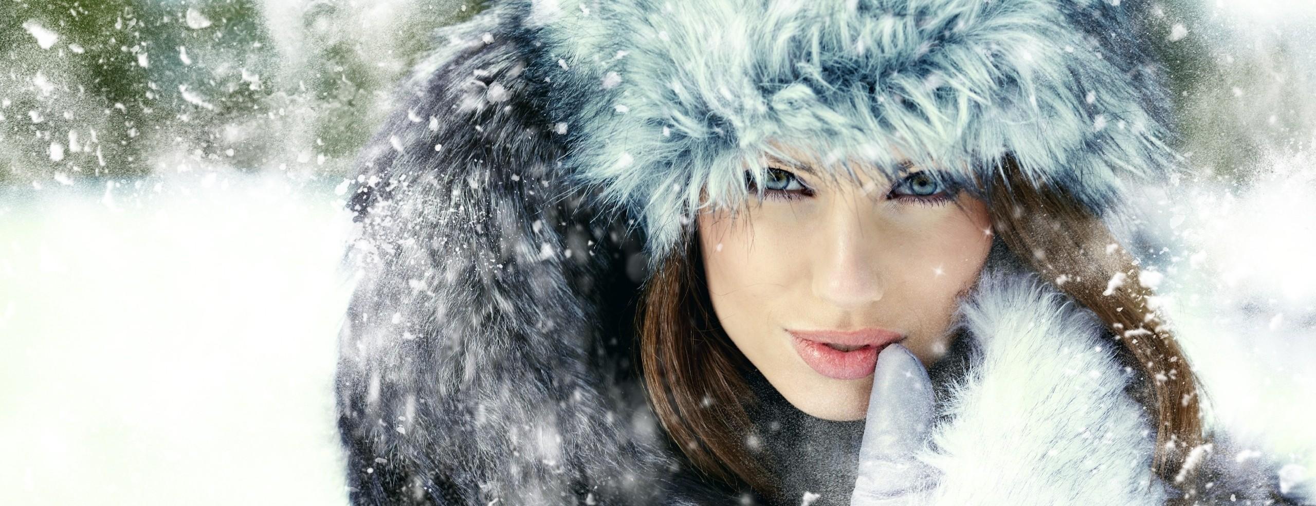 kobieta-rekawica-czapka-zima